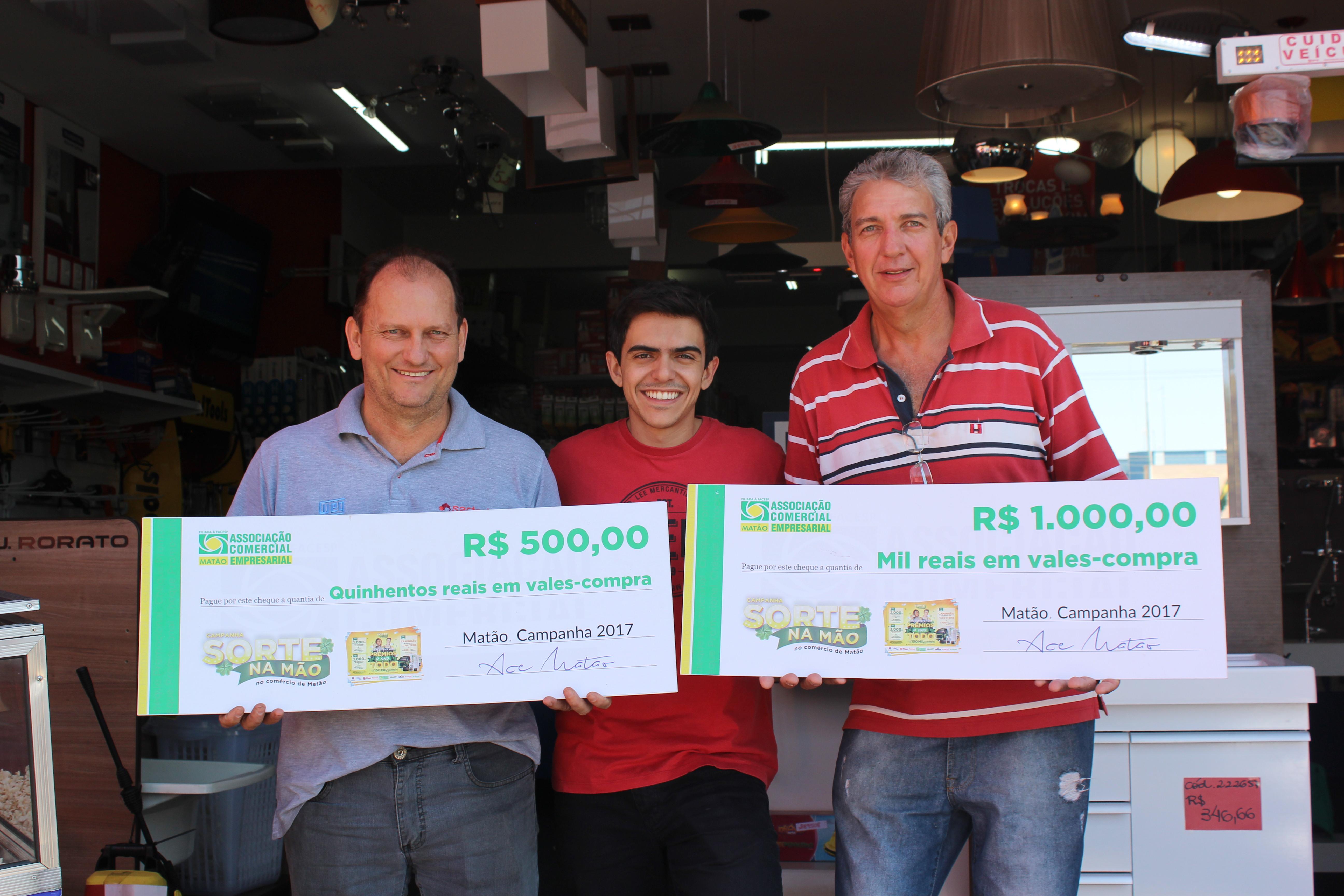 197b364aa9afa ACE Matão entrega prêmio da campanha Sorte na Mão · No último sábado, 06, a  Associação Comercial ...